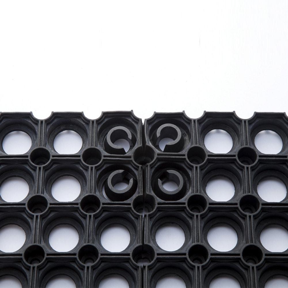 連結できる有孔ゴムマット用連結パーツ