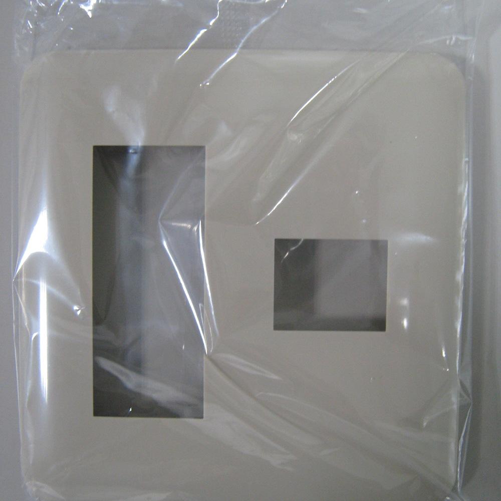 パナワイドコンセントプレート3+1WTF7074F