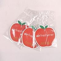 吊り下げられる芳香剤ビッグアップル  スィートアップル
